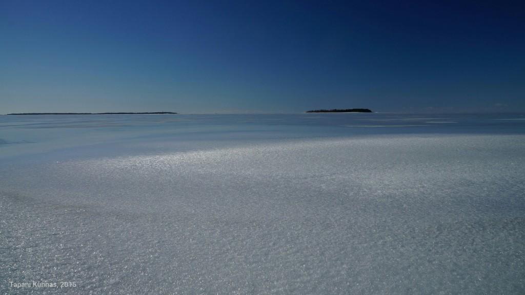 Paikoin jää näyttää sokerilla päällystetyltä.