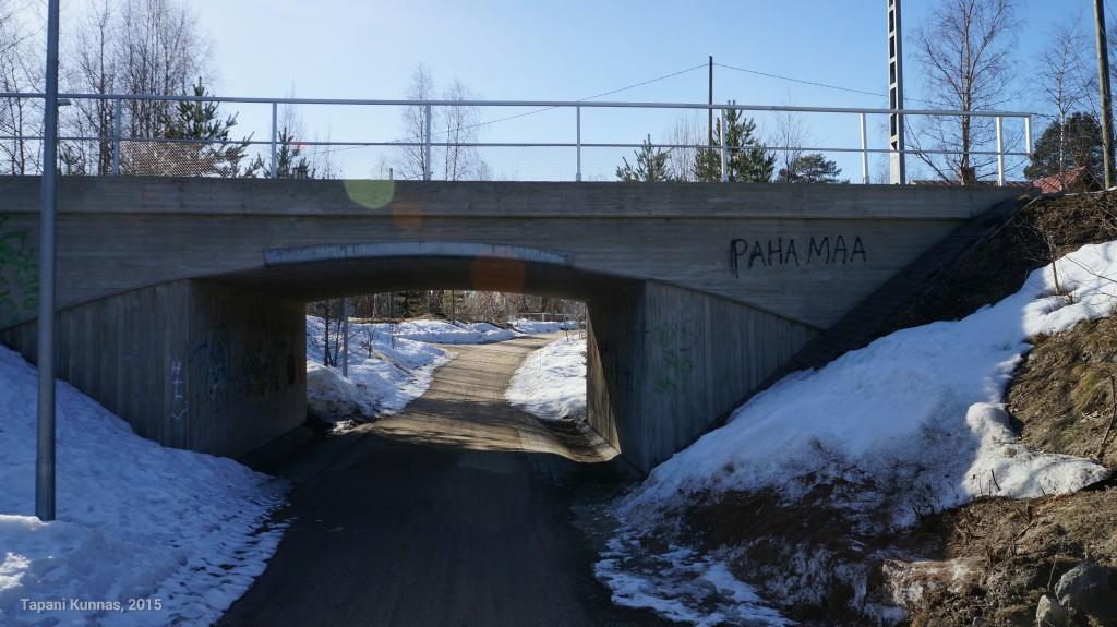"""Oulu on tunnetusti """"paska kaupunni"""". Haukiputaan asemakylällä pistetään paremmaksi (vai pahemmaksi?)."""