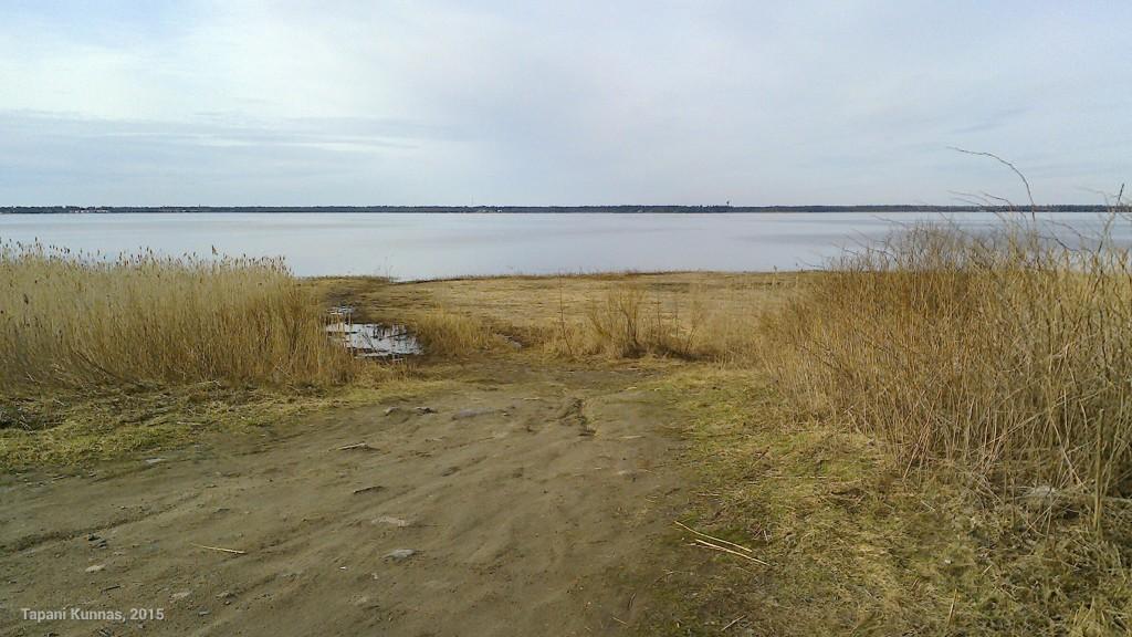 Tästä pääsee yleensä talvisin jäätietä Kempeleenlahden yli Oulunsaloon.