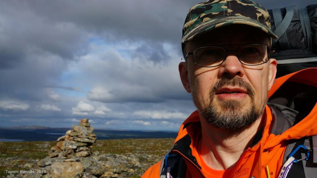 Reitin korkeimmaksi jääneellä paikalla, Láŋkán itäpuolisella nimettömällä huipulla (570 m).