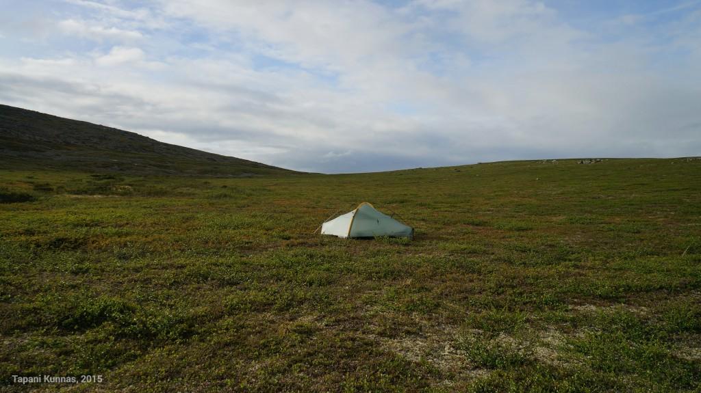 Puolitoista tuntia sateen aikaistaman leiriytymisen jälkeen paistaa taas aurinko.