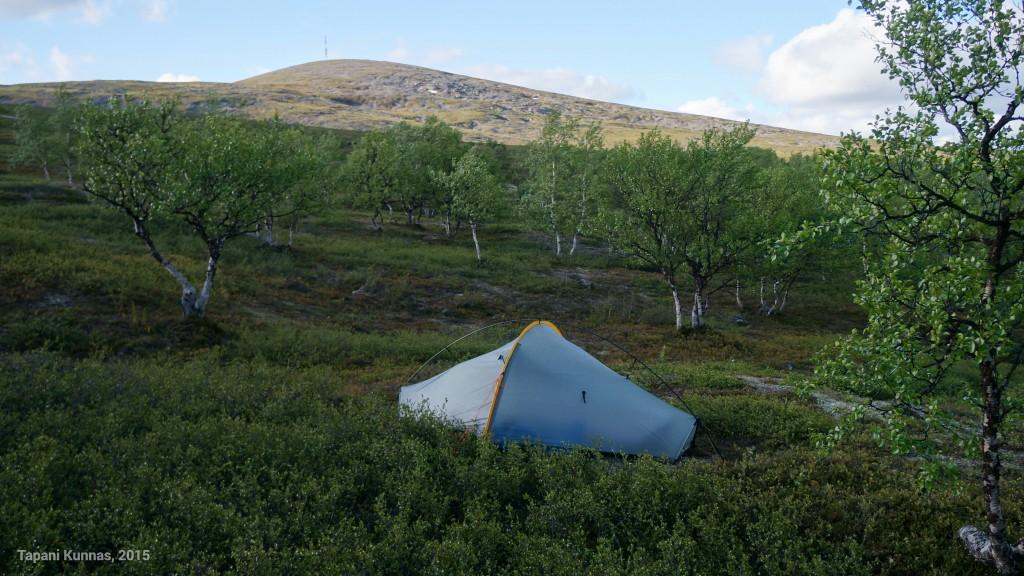Vaellus lähestyy loppuaan. Teltta on pystytetty viimeisen kerran.
