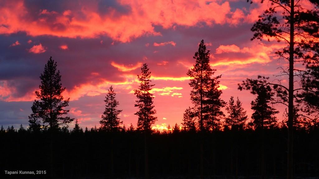 Perjantai-illan auringonlasku.