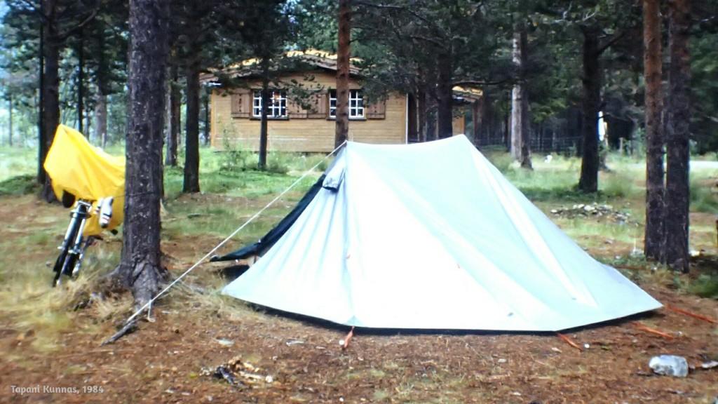 Hyvä majoite on huonossa säässä retkeilevän paras ystävä. Tämän teltan sain lainaksi partiolippukunta Putaan Vilkkailta, mistä heille suuri kiitos vielä näin jälkikäteenkin!