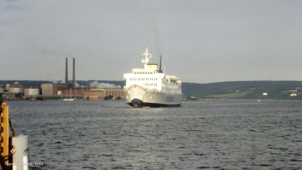 Laiva Suomeen. 80-luvulla Vaasasta oli peräti kaksi laivayhteyttä Ruotsiin: Uumajaan ja Sundsvalliin.