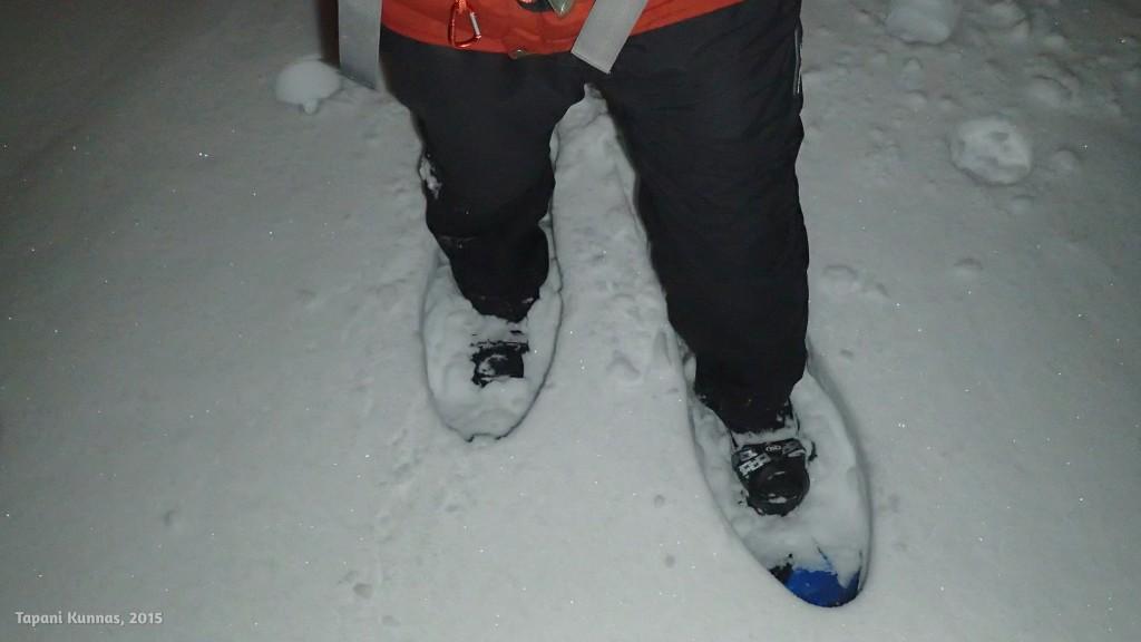 Ensimmäiset askeleet umpihangessa. Tässä on vielä helppo kulkea, lunta on vain parikymmentä senttiä.