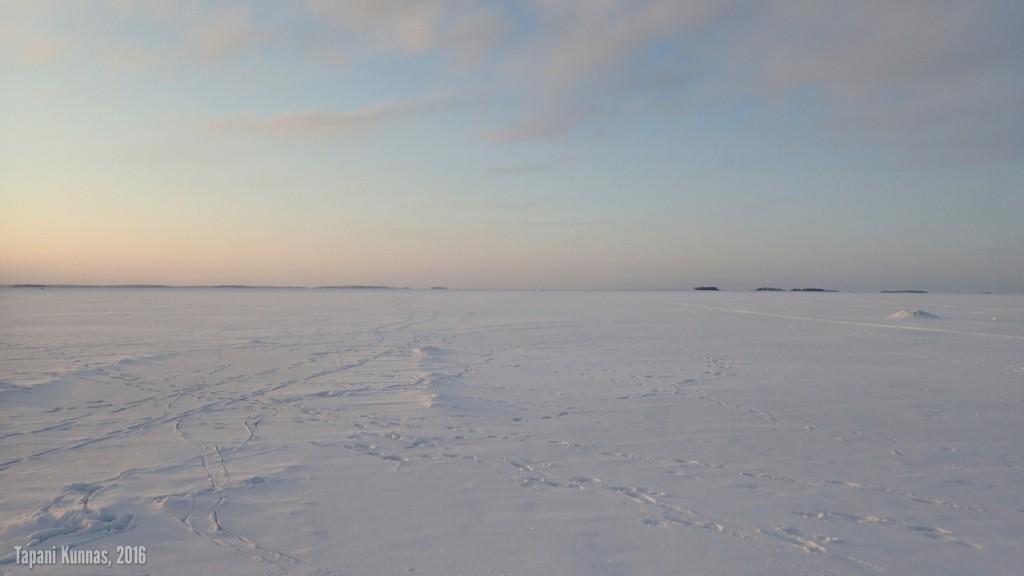Meren jäällä ei ole ruuhkaa.