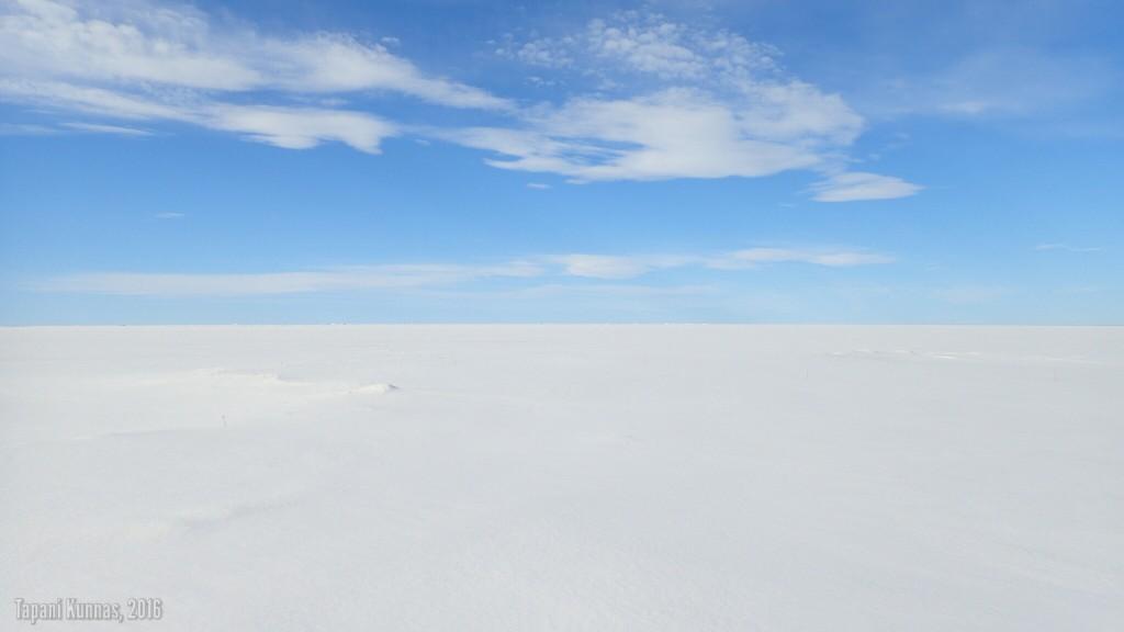 Viimeinen kaihoisa silmäys jäälakeuden äärettömyyteen.