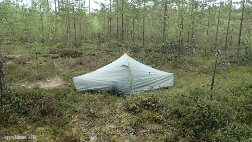 Toisen yön leiripaikkani hieman ennen sateen alkua.