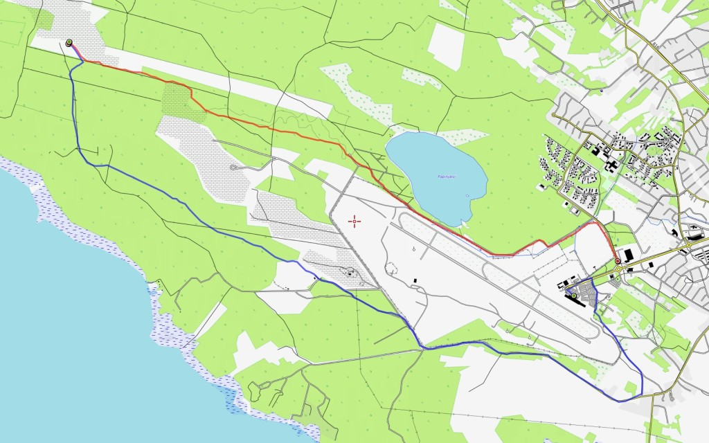 Lauantain reitti (10,4 km) sinisellä, sunnuntain (7,3 km) punaisella.