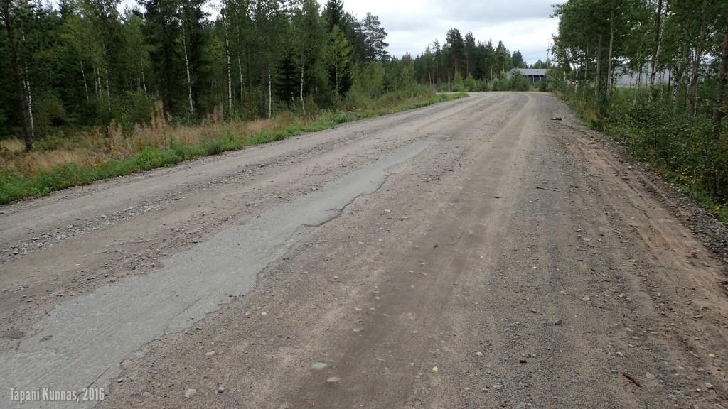Papinjärventien asfaltin parasta ennen -päivästä on jo aikaa.