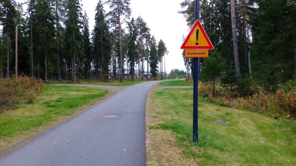 Ovatko kuntoilijat vaarallisia kun on laitettu tällainen liikennemerkki?