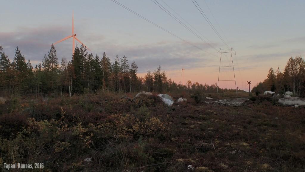 Sähkölinja jättiläisten maan laidalla.