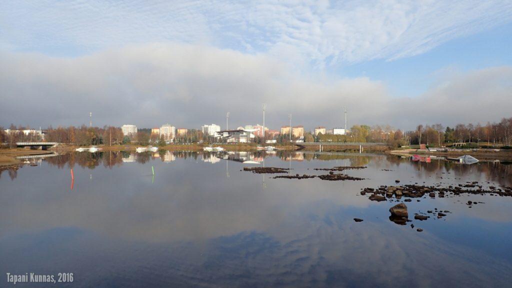 Pikisaaren ja teatterinrannan väliseltä sillalta Raatin ja Tuiran suuntaan.