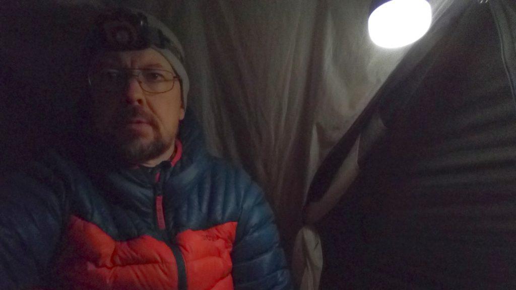Tarptent Moment DW on pieni, mutta yhdelle riittävä kevytmajoite (teltta poikittaiskaaren ja kahden kiilan kanssa painaa noin 1,1 kg).