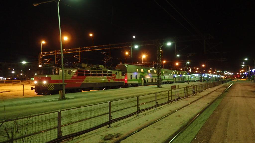 Tästä lähdetään. IC273 Oulussa.